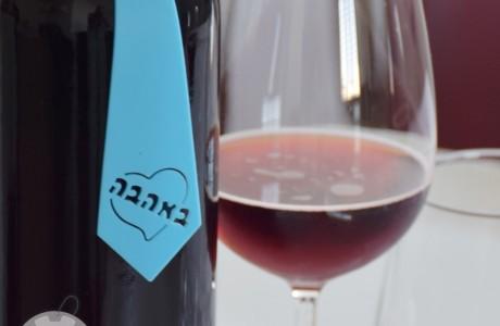 תווית באהבה לבקבוק יין