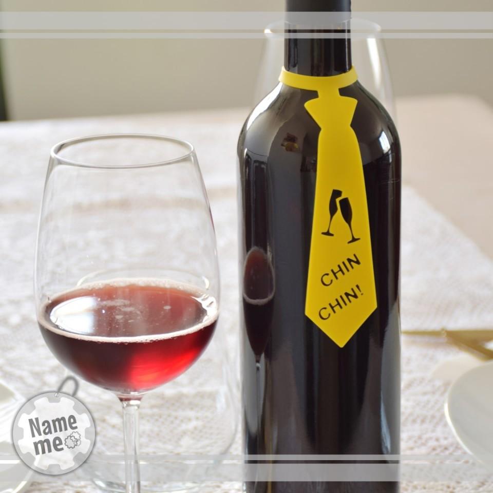 תווית  לבקבוק יין בכיתוב-  Chin Chin