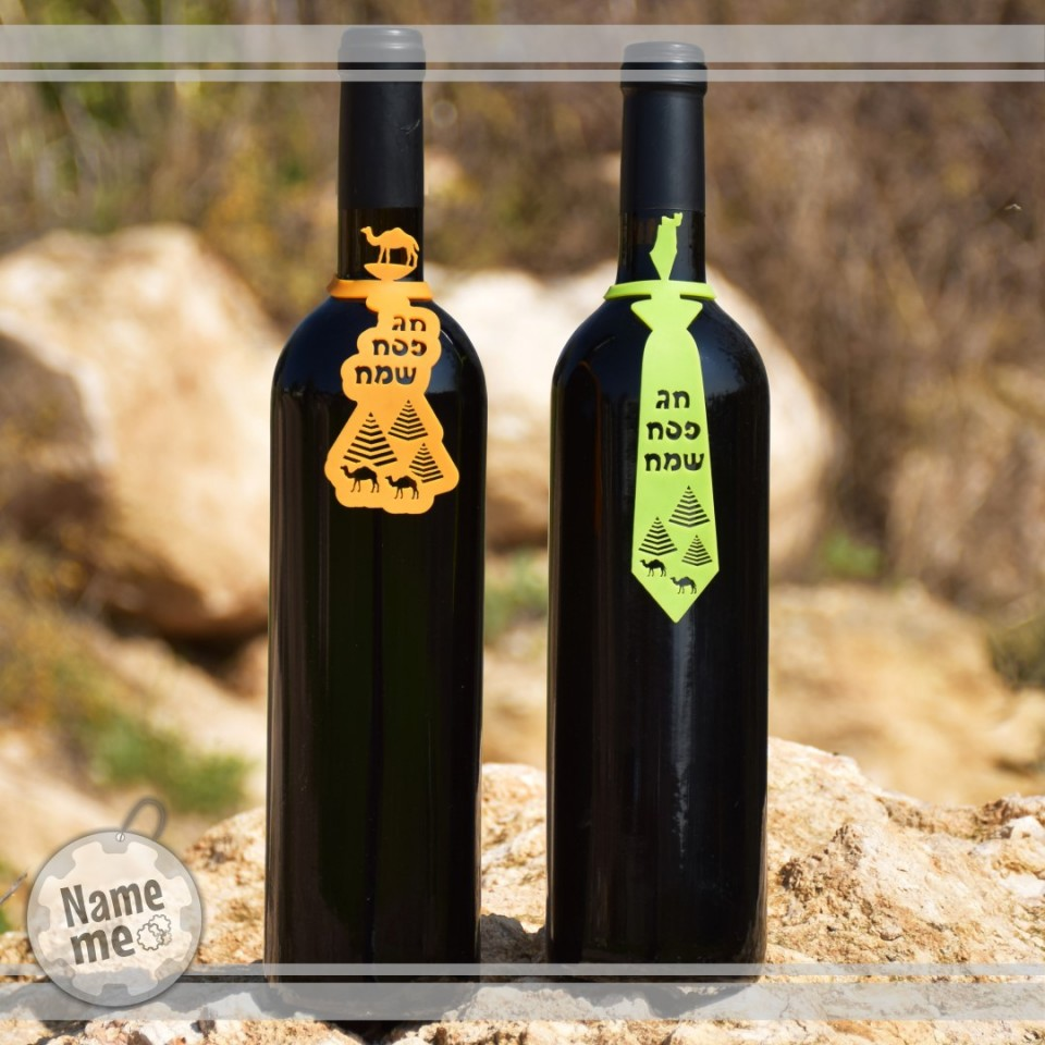 תוויות לבקבוקי יין בשני הדגמים