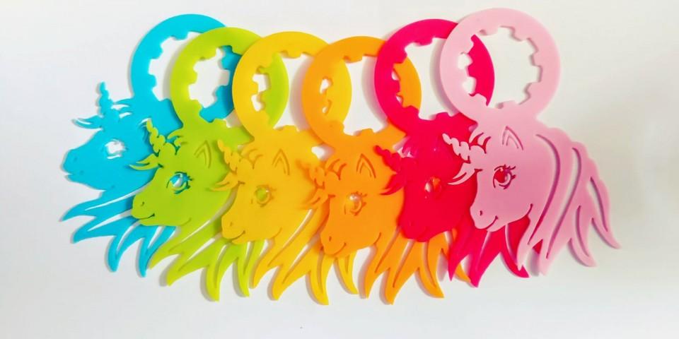 תוויות חד קרן בששת הצבעים, לבקבוק מינרלים.